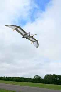 八谷和彦がカルフォルニア大学で空飛ぶパンツを飛ばしてみた