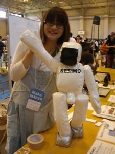 白くてかわいい二足歩行ロボット
