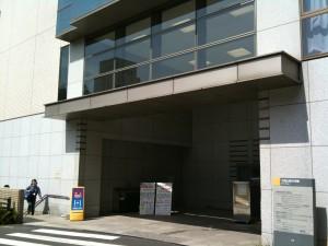 西9号館入口